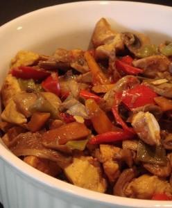 Курица с овощами в соевом соусе в стиле стир-фрай