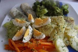 Рыба на пару с гарниром из овощей