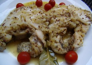 Рыба в белом вине с зернистой горчицей
