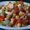 Салат с нутом, помидорами и крабовыми палочками