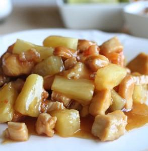 Куриные грудки с ананасами и медом