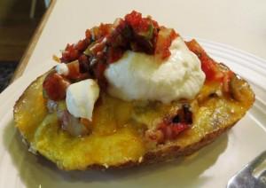 Печеный картофель фаршированный ячными хлопьями и сыром